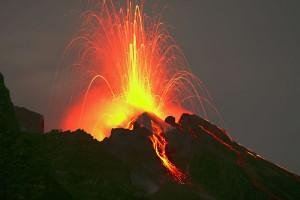 Isole eolie I lapilli e il fuoco del vulcano Stromboli